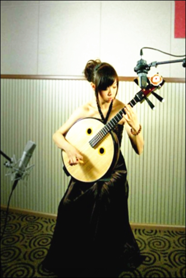 师从(黑龙江省歌舞剧院月琴演奏家)冯少先,(中央民族乐团著名中阮演奏